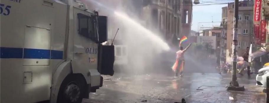 Violence at Istanbul Gay Pride Parade Image