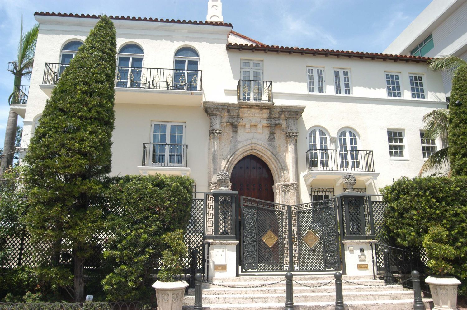 Gay tragedies turned travel destinations for Versace mansion miami tour